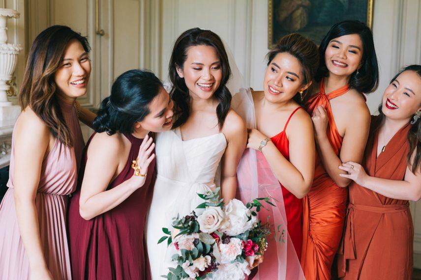 la mariée et ces demoiselles d'honneur au château de varennes en bourgogne en france