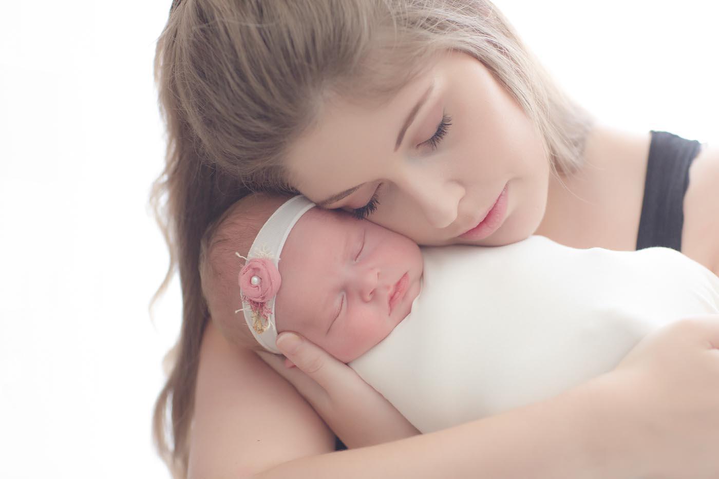 photographe nouveau né bebe en region Rhône-Alpes photographe en lumière naturelle