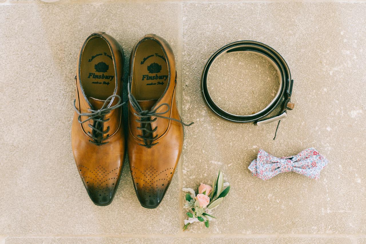Chaussure du marié Finsbury aux Domaines de Patras
