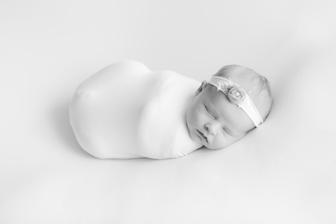 photo en noir & blanc séance photo nouveau né en provence
