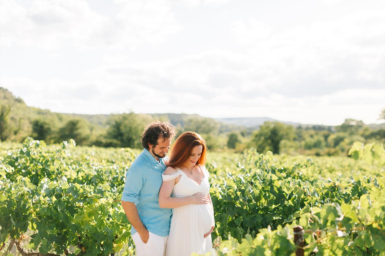 séance photo grossesse à grignan, photographe maternité provence, seance photo dans les vignes, séance photo grossesse beaujolais