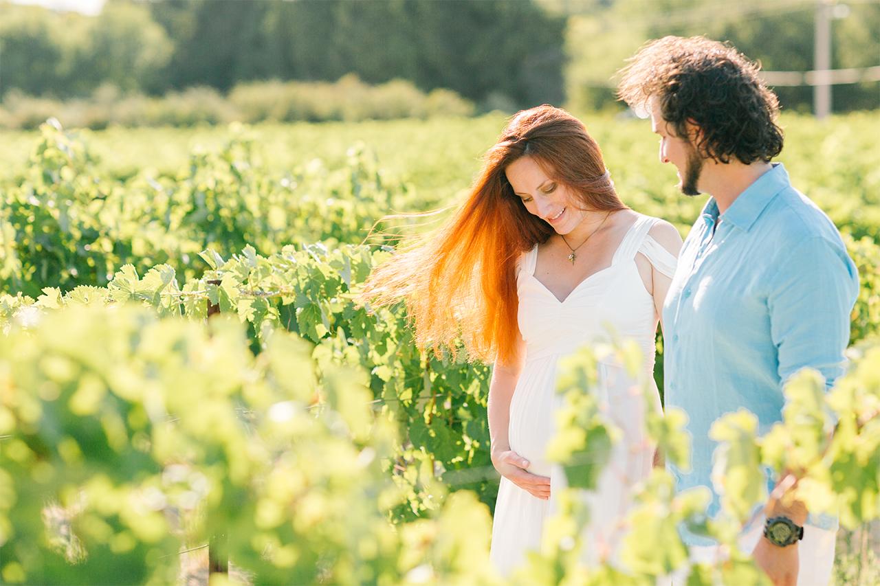 séance photo grossesse dans les vignes en rhone alpes, photographe grossesse grenoble